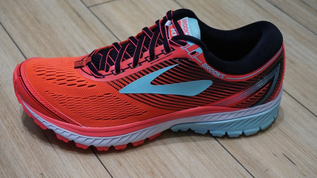 a6cb58e91e609 A notable feature of the outsole is Brook s Cush Pod Configuration which  offers added cushioning. This feature brings the foot to a balanced  position from ...